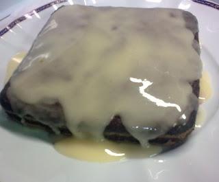 Pastel Vegano de chocolate con glaseado de naranja.