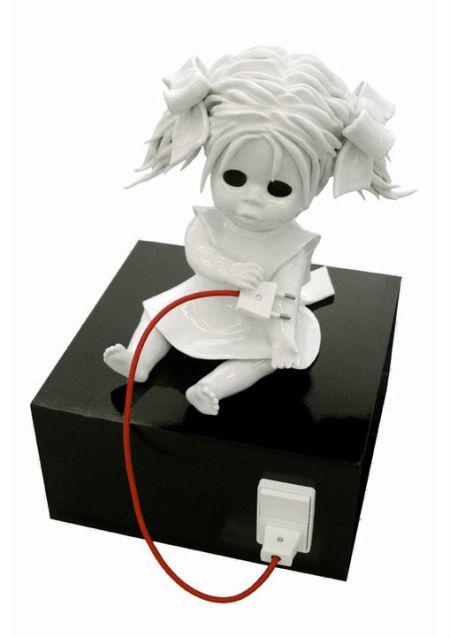Maria Rubinke esculturas porcelana surreais sangue crianças macabras Energia