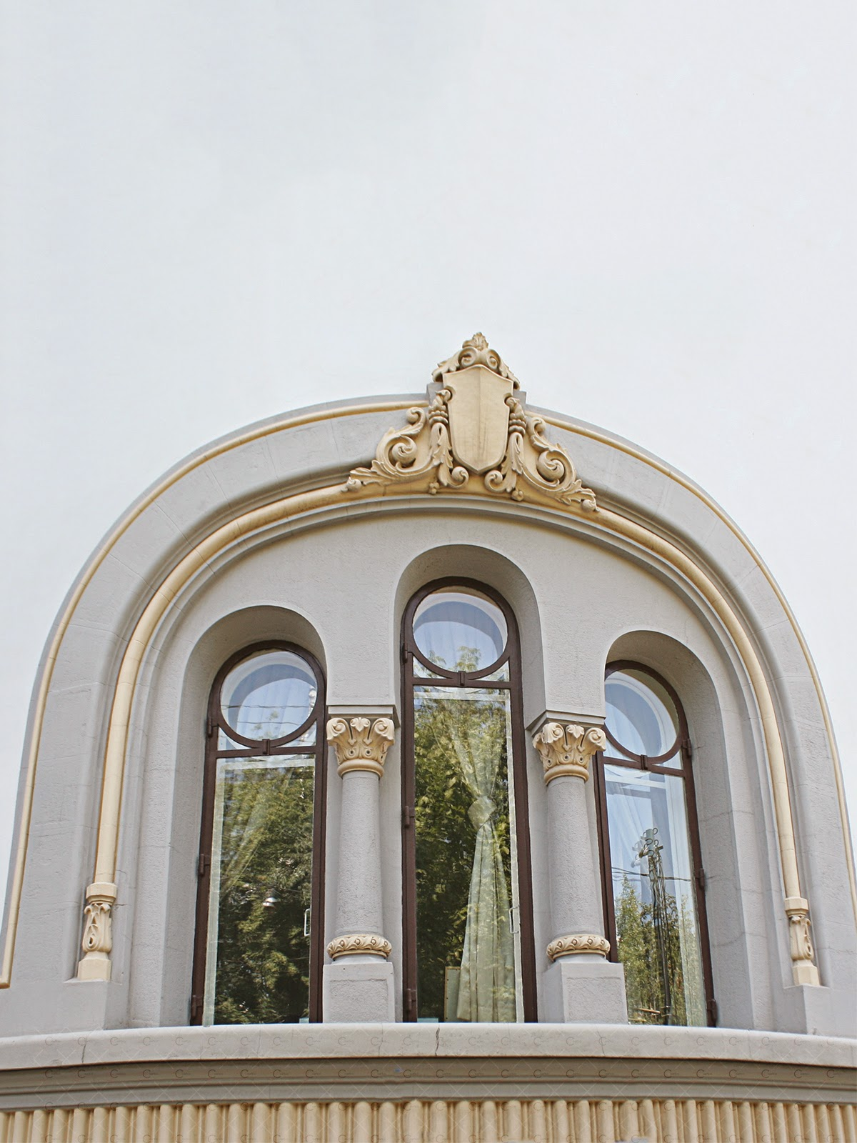 fereastra casa neoromaneasca, ancadramente, arcada, blazon, cheie de bolta