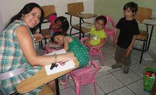 Sala de aula com Tia Rouse