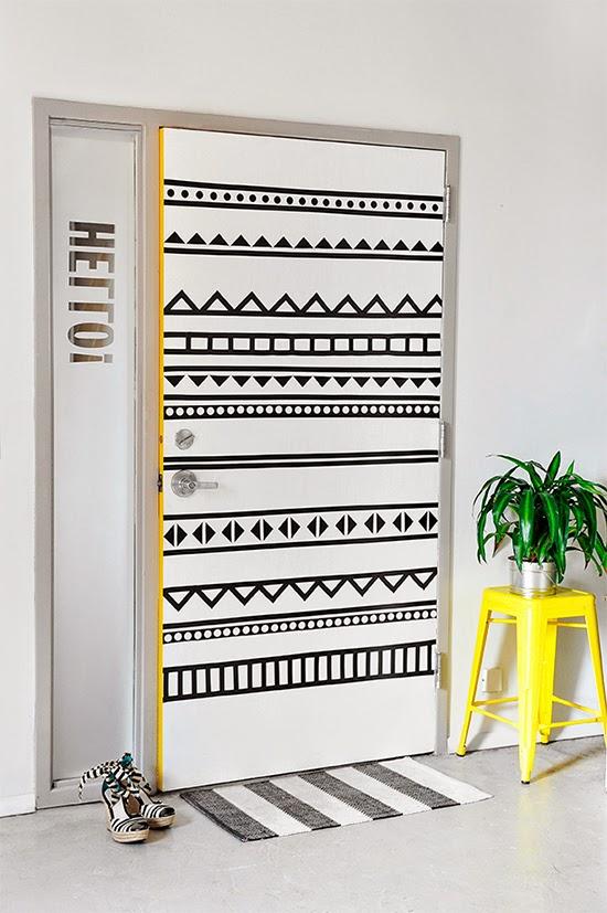 porta com desenho geométrico