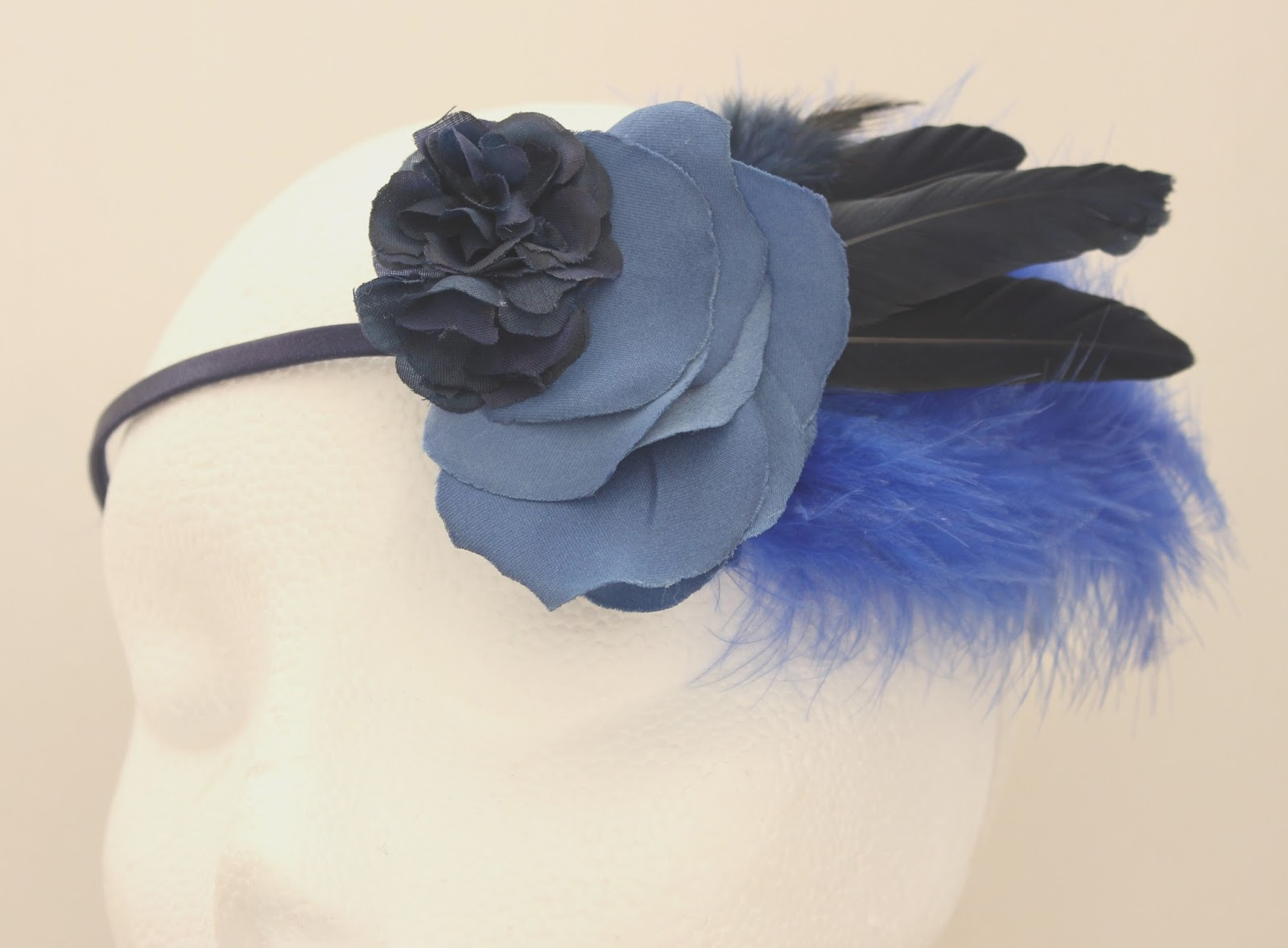 Colección Zinnia - Tiara Azul Flor Pluma