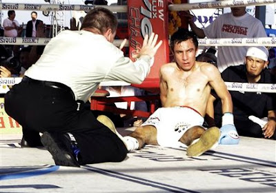 วิดีโอคลิปมวยสากล คมพยัคฆ์ ซีพีเฟรชมาร์ท พบกับ เอเดรียน เฮอร์นันเดซ (คมพยัคฆ์ ชิงแชมป์โลก 108 ปอนด์ WBC 23 ธันวาคม 2554 )