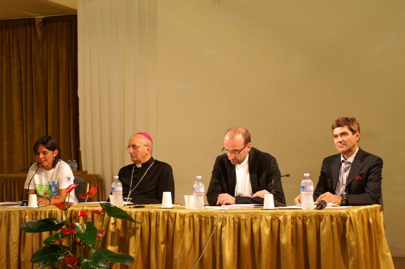 Mons alceste catella giovani e fede una tavola rotonda ha dato il via al convegno pastorale - La tavola rotonda assisi ...