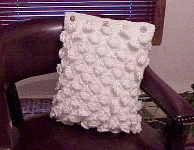 http://crochetcafe.blogspot.com/2009/04/heirloom-pillow.html