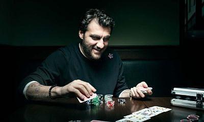 Ex-futbolistas juegan al Poker
