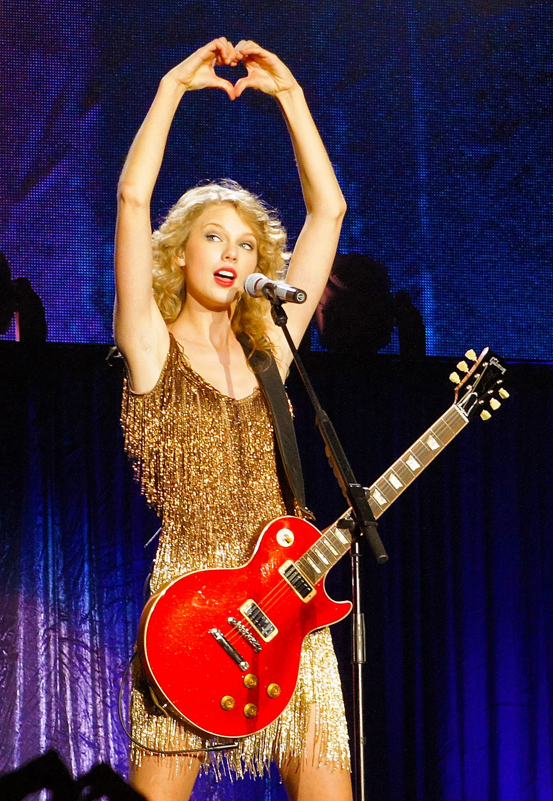 http://2.bp.blogspot.com/-hZ-ABHsGye8/TsyV_P5iDvI/AAAAAAAANvA/DDjRgzSC308/s1600/Taylor-Swift-Speak-Now-World-Tour-Heart.jpg