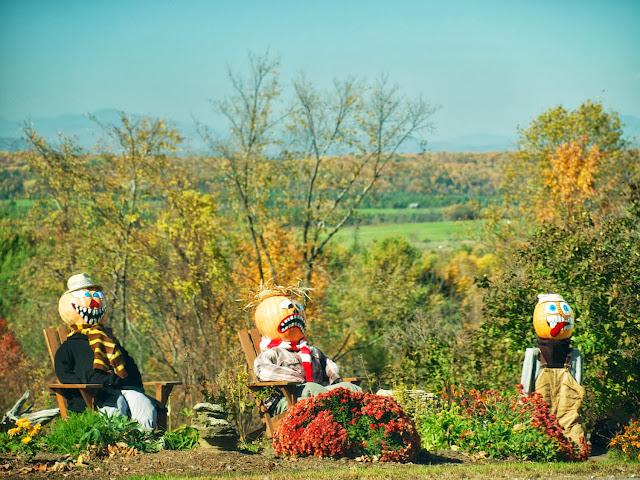 Muñecos calabaza en la carretera a Orwell, Vermont