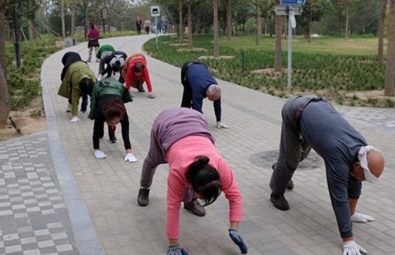 Senaman Pelik Ini Jadi Kegilaan di China