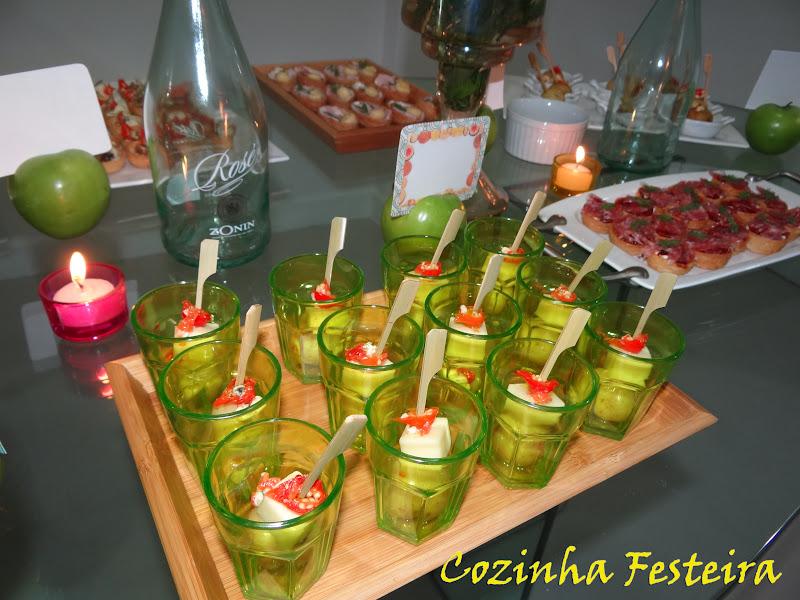 Cozinha festeira anivers rio com uma mesa cheia de cores for Canapes simples e barato