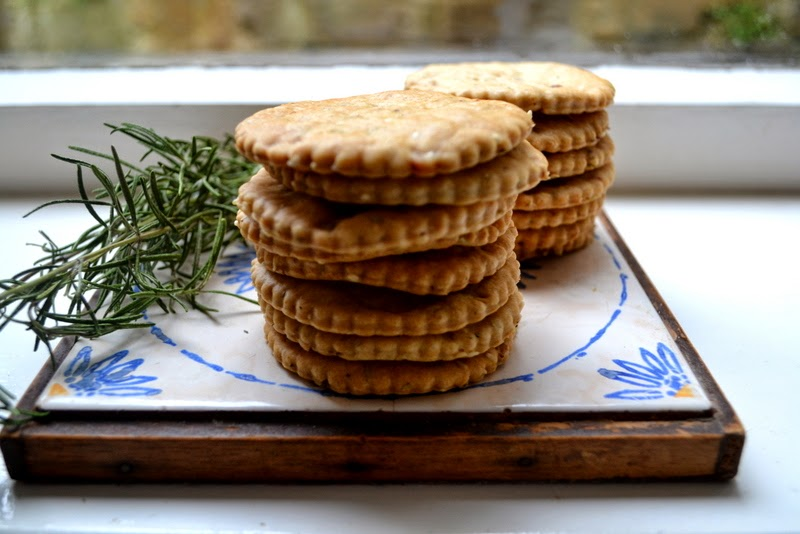 PUDDING LANE: ROSEMARY WALNUT CRACKERS