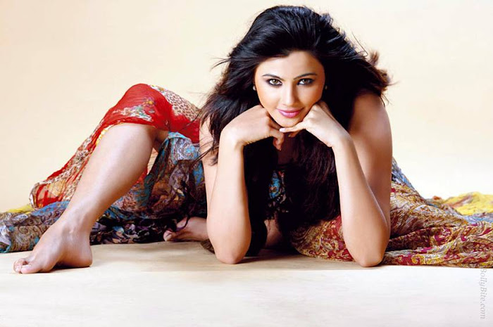 side | introducing daisy shah photo gallery