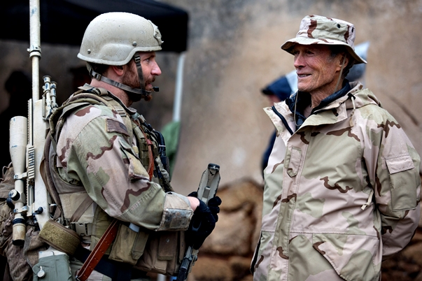 Bradley Cooper y Clint Eastwood en el rodaje de El francotirador