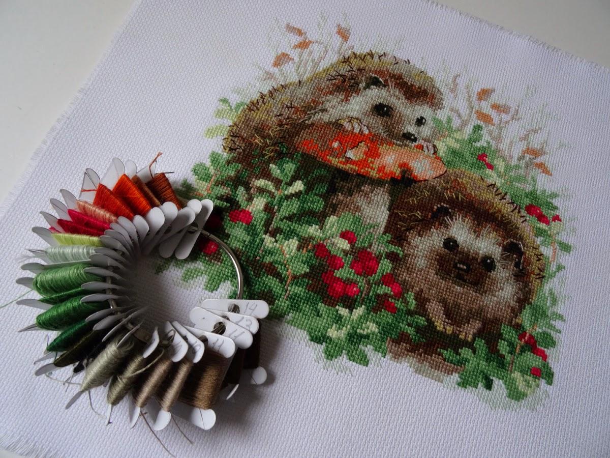Схема для вышивки ежики в бруснике