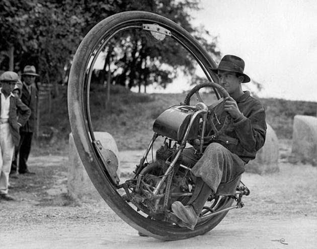 دراجة نارية مكونة من عجلة واحدة