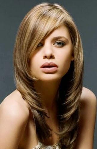 model potongan rambut panjang berwajah bulat selain model potongan