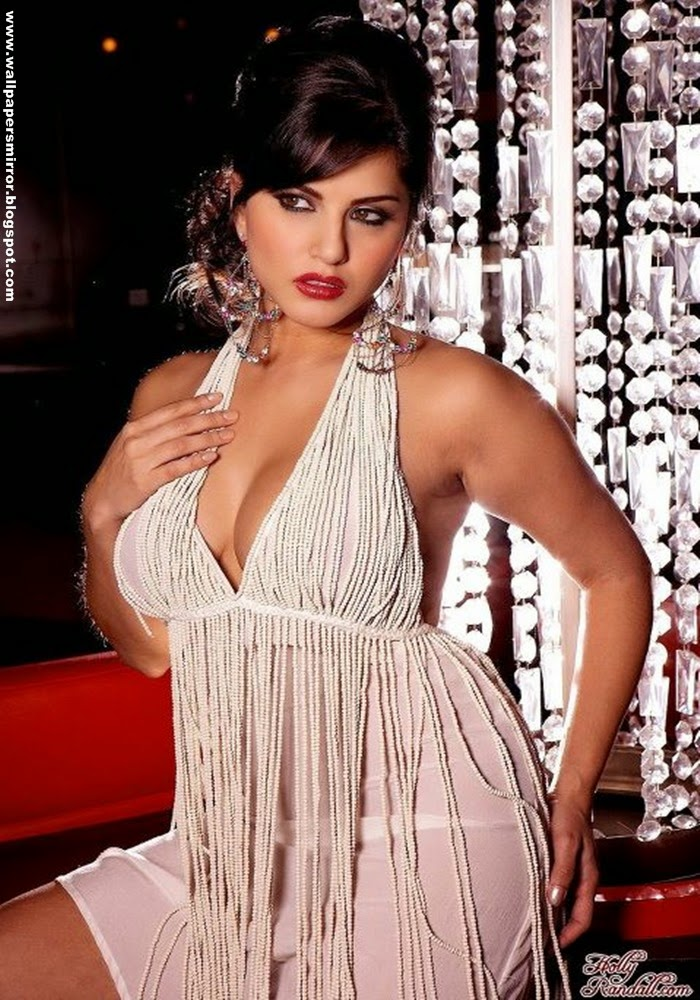 Top 10 Sunny Leone Bikini Photo Collections