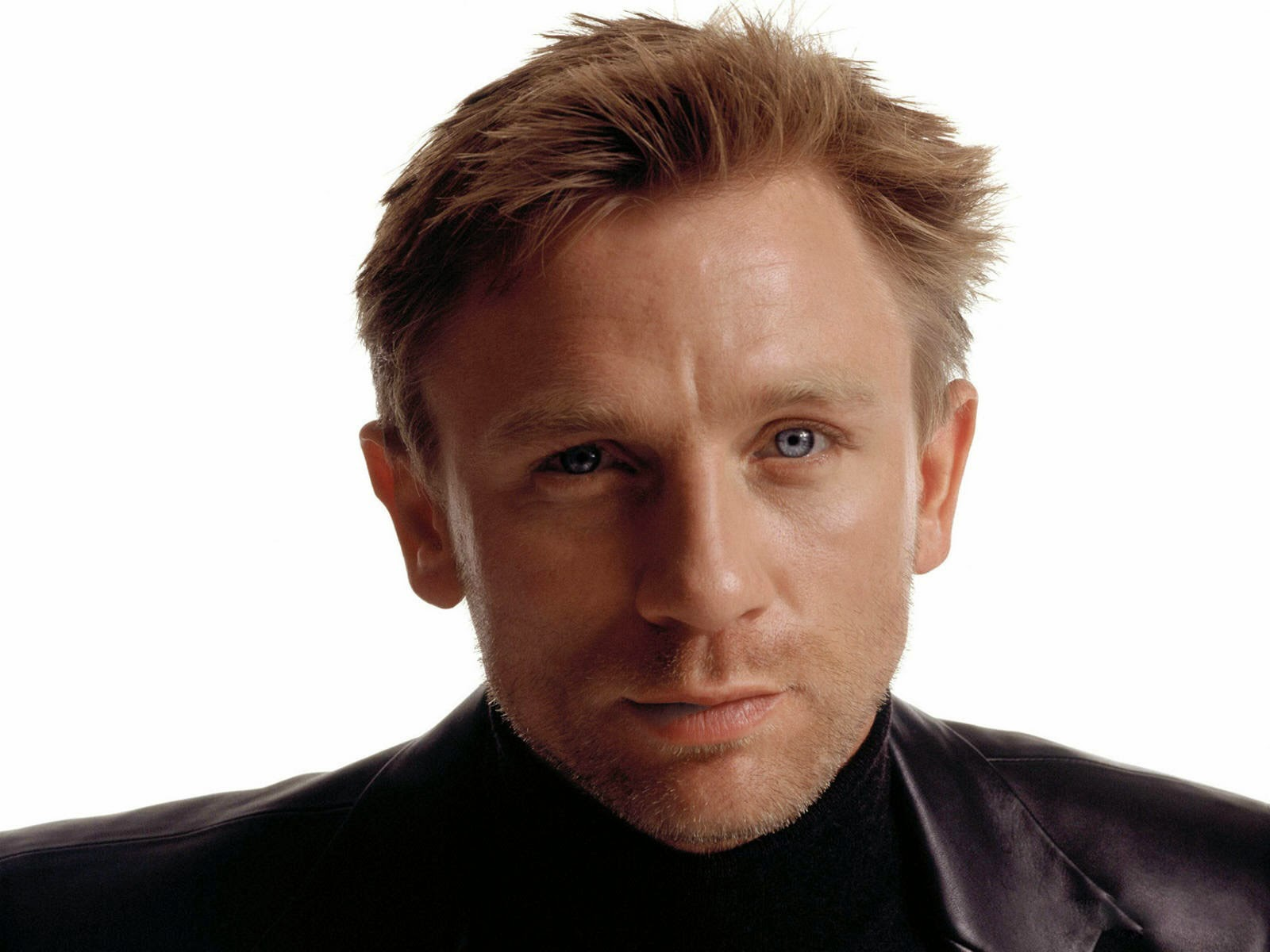 Hollywood Actor Daniel Craig James bond Images