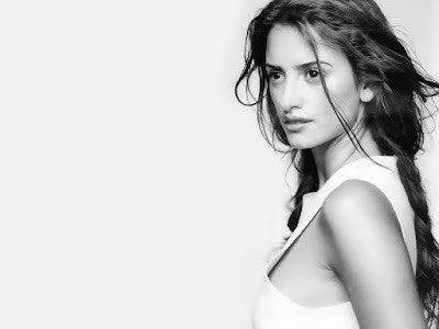Penelope Cruz Black and White Wallpaper