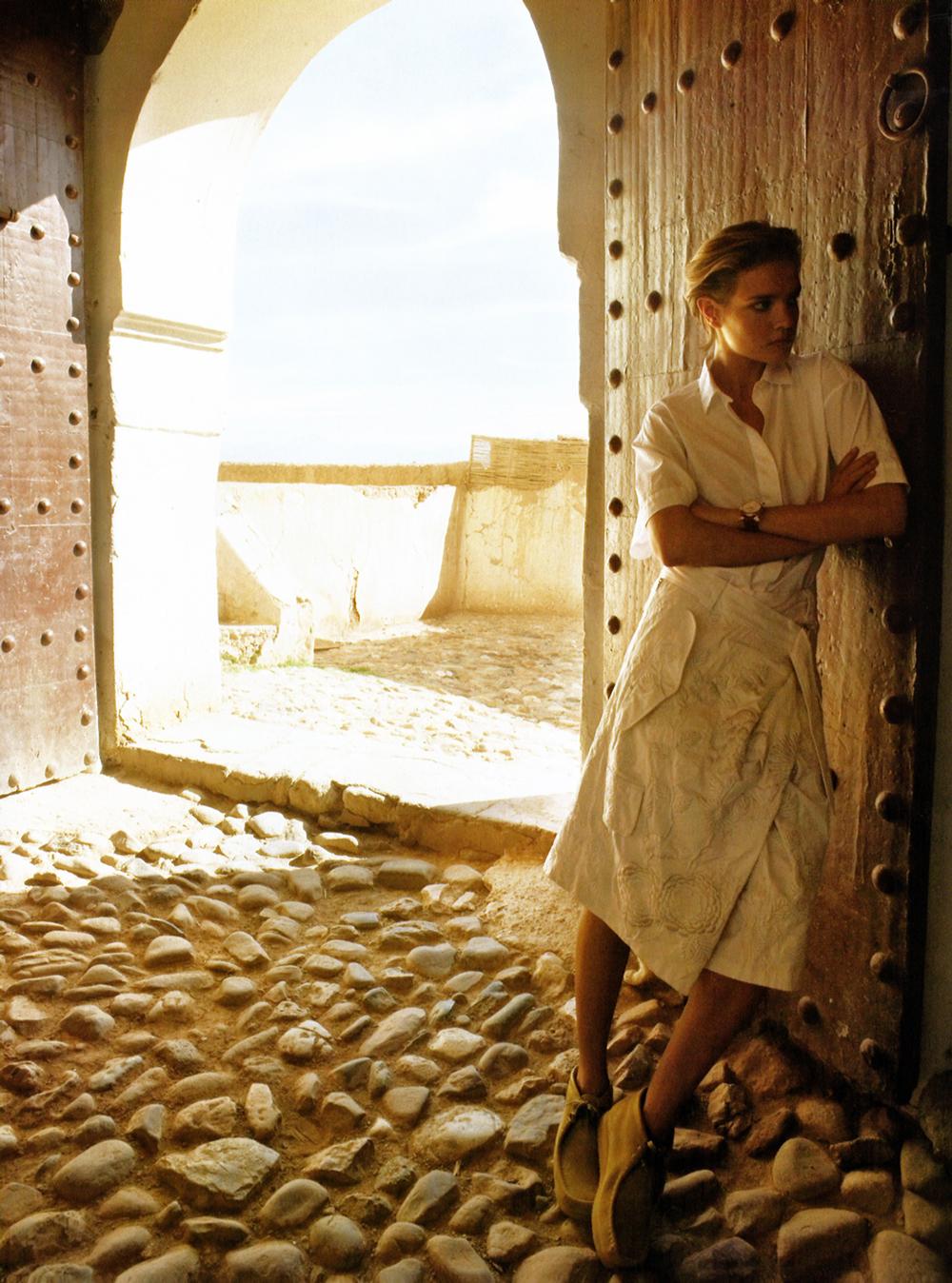Natalia Vodianova in White Russian / Vogue US March 2007 (photography: Mario Testino, styling: Tonne Goodman)  / fashion editorials via fashioned by love / british fashion blog