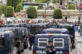 force de police autour du parlement espagnol.