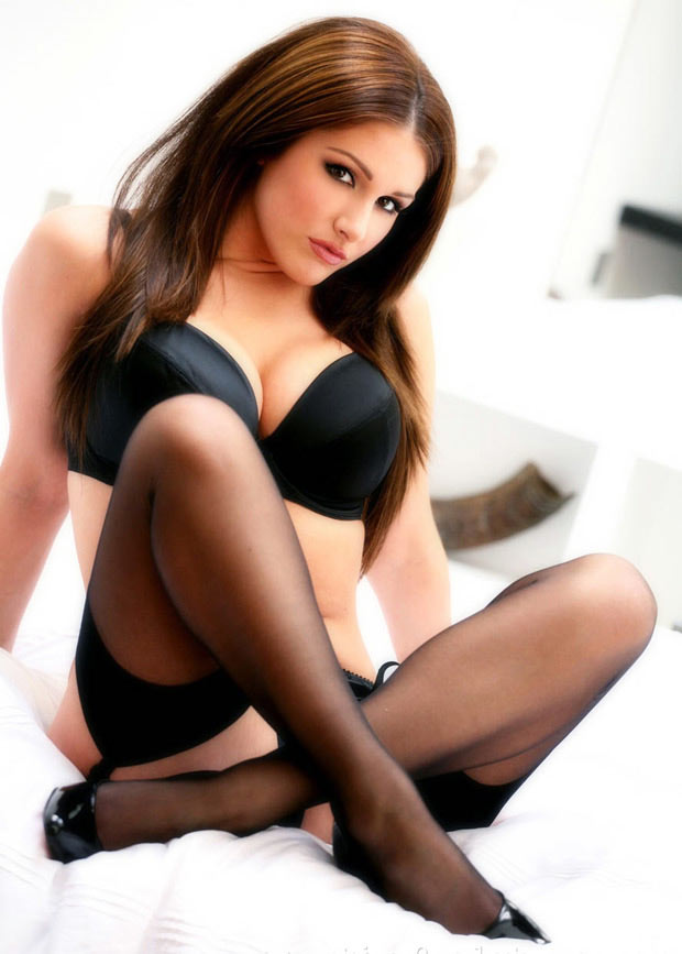 Lingerie Model Vixen Femme Fatale All Wrapped Up Into The Gorgeous Lucy Pinder