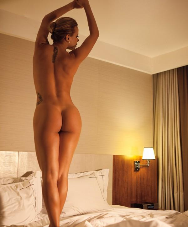 Cibelle Santos nua e pelada - revista Status