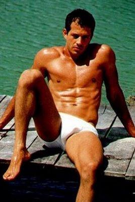 Estreou na Televisão na novela Cabocla, em 2004.