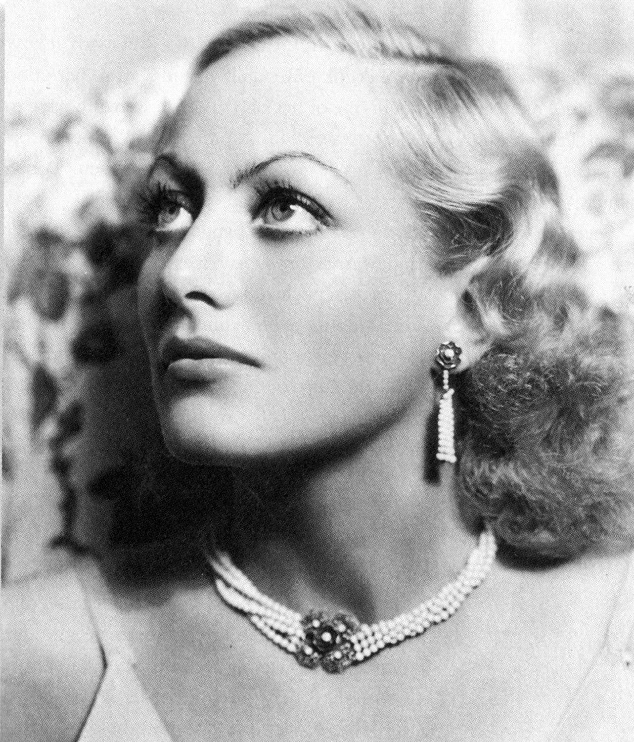It 39 s the pictures that got small spotlight joan crawford for The crawford