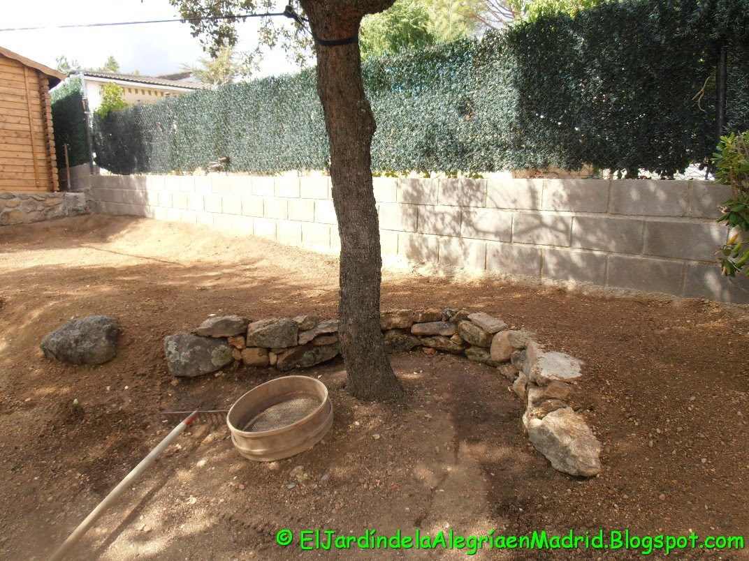 El jard n de la alegr a seto en la divisoria norte del for El jardin de l abadessa