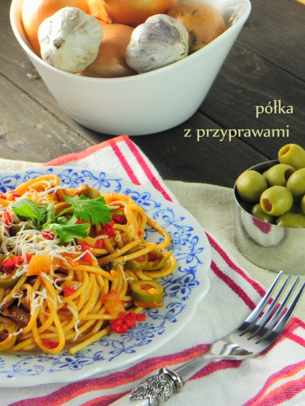spaghetti-z-oliwkami-i-kaparami