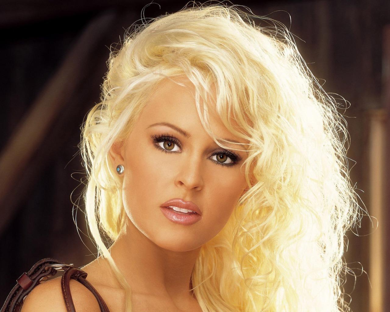http://2.bp.blogspot.com/-hb_OsgnA-aE/UPlLDmSfdOI/AAAAAAAACZM/X_fFK_RbN6I/s1600/Celebrity+HD+HairStyle+Wallpapers+1.jpg