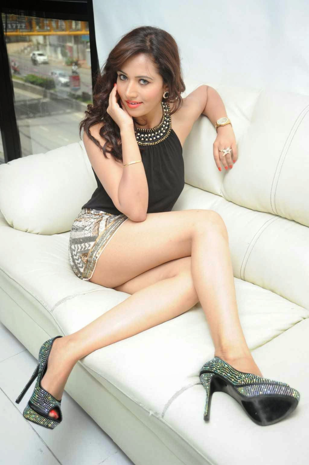 Preeti-Rana-sexy-thighs-photos-1