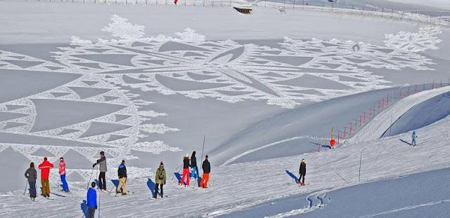 Hombre camina durante todo el día para crear masivos patrones de nieve