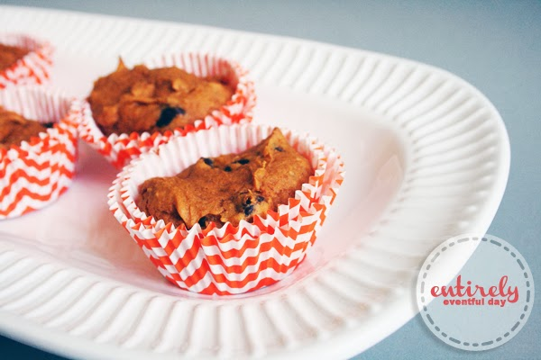 Easy 4-ingredient pumpkin chocolate chip muffins. These are super good! #pumpkin #muffins www.entirelyeventfulday.com