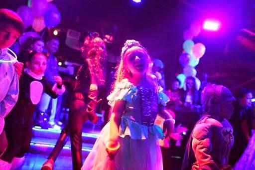 clubbing kelab malam untuk kanak-kanak