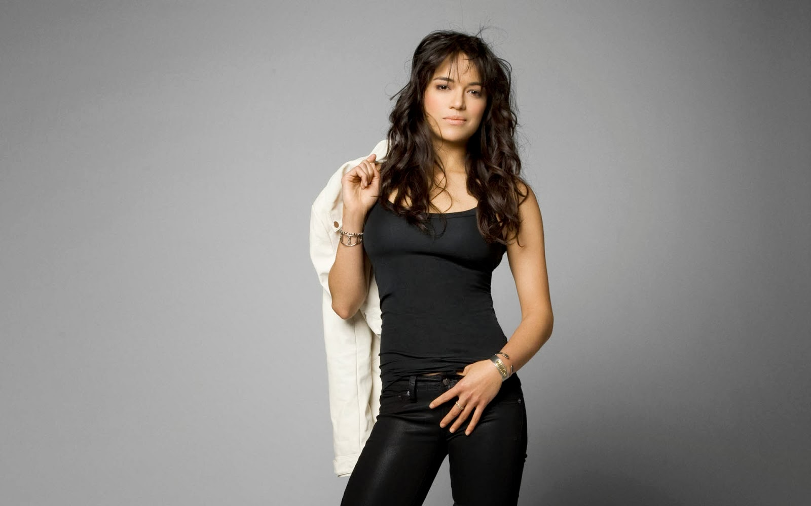 Michelle Rodriguez in Jeans & T Shirt 2