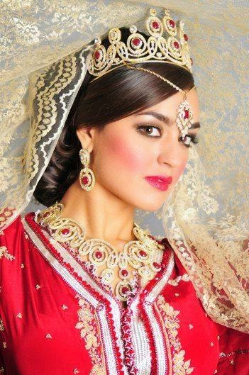 caftan marocain pour mariage avec accessoires de luxe