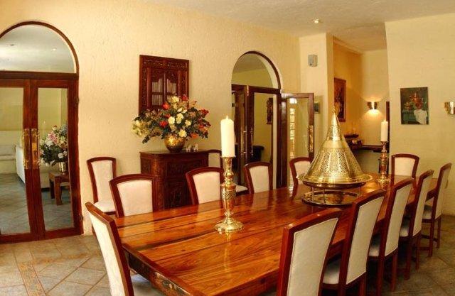 Consejos para decorar un moderno gran comedor interior design online - Decorar un comedor ...