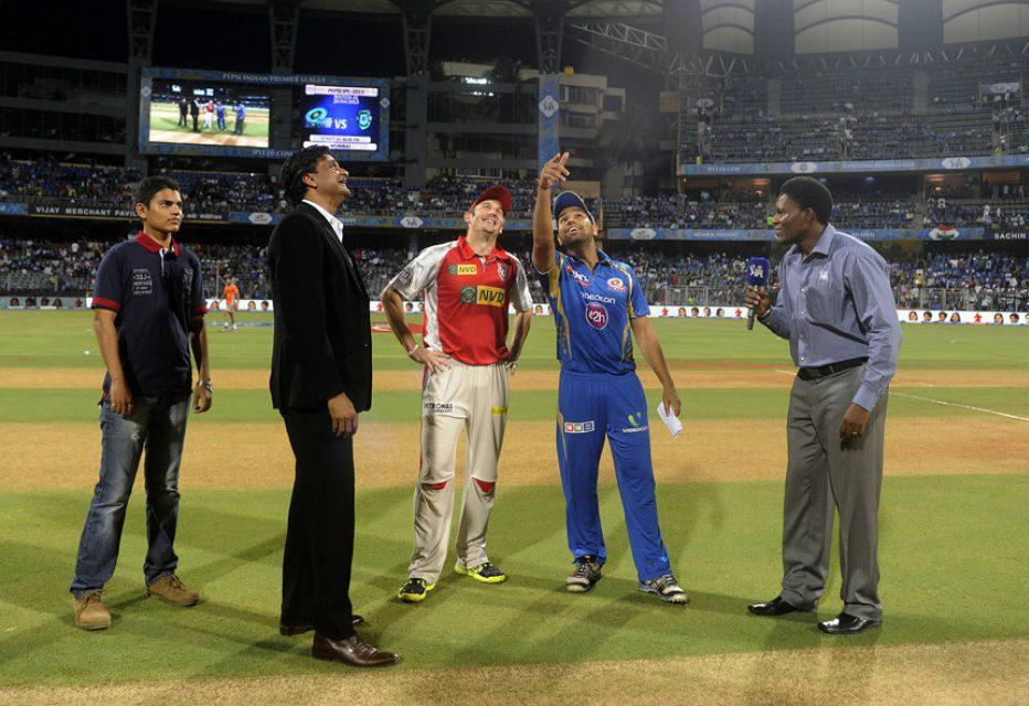 Rohit-Sharma-David-Hussey-MI-vs-KXIP-IPL-2013