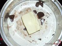 Tarta puro chocolate-preparando relleno