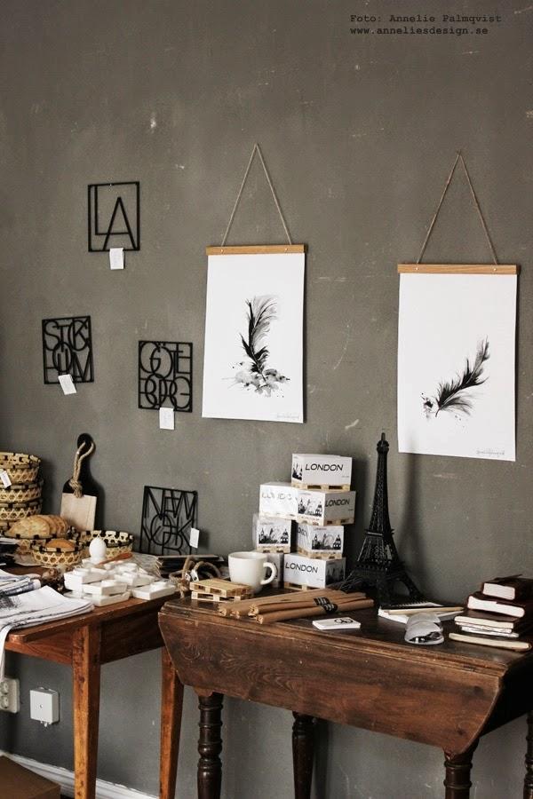 webbutik, webbutiker med inredning, webshop, varberg, butik, skärbräda, grytunderlägg med städer, stad, städerna, posterhängare, posters, fjädrar, feathers, feather, tavlor, hänga upp tavlor, tavla, svart och vitt, svartvit, svartvita, annelie palmqvist, annelies design interior, skrivböcker av äkta läder, pappersvikt, memoblock med lastpall, mini lastpall, lastpallar, eu pall, eu pallar, äggkopp, äggkoppar, brödkorgar, korg, korgar