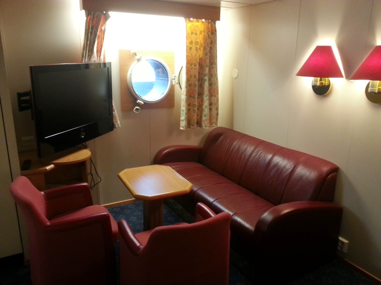 Hurtigruten MS Vesterålen - Family Cabin Sitting Area