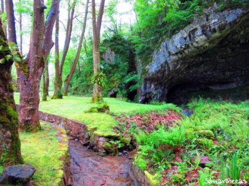 Entrada de la cueva de Sara