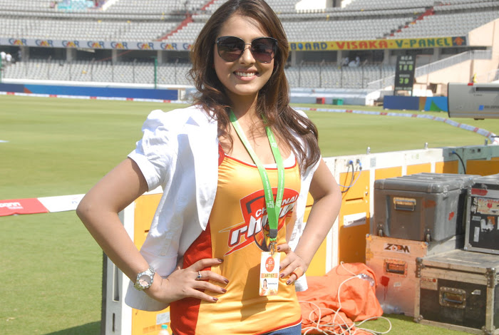 madhu shalini at chennai rhinos vs kerala strikers match hot photoshoot