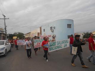 Sem aumento salarial, professores encerram greve em Delmiro Gouveia