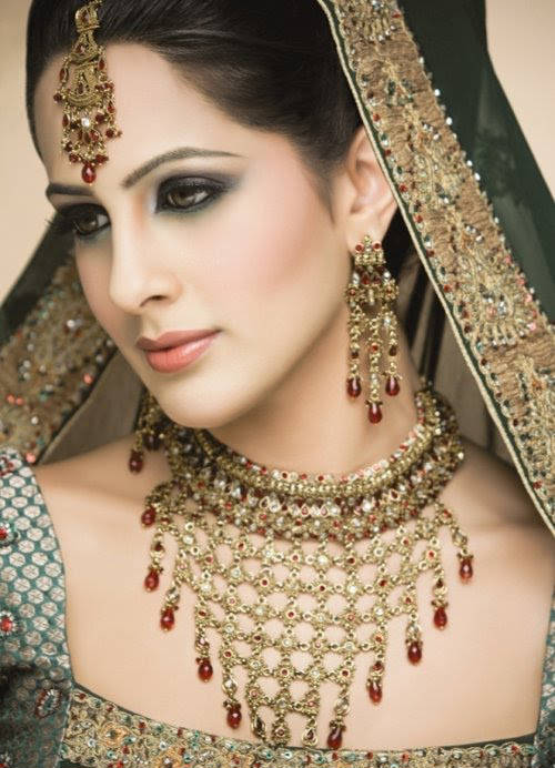 Fashion For Ladies Indian Bridal With Jewellery And Make Up