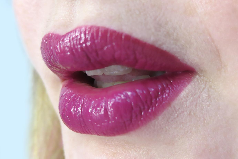 "помада ""Максимум цвета"" Ultra Color Bold Lipstick Avon swatch"
