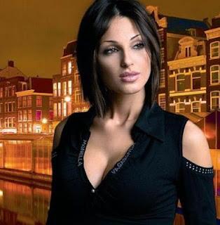 Anna Tatangelo songstress