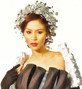 Angelee Claudett Delos Reyes wins Miss Philippines Earth 2013